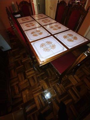 Eetkamer tafel, 6 stoele en buffet te koop
