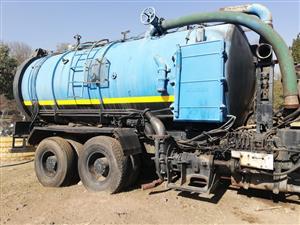 Hydraulic tanker truck