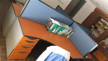 4 seaters desk with dividers
