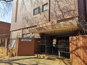 Neat safe 2 bedroom flat with garage and garden.
