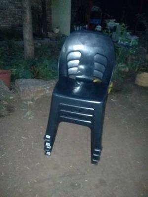 4 plastiek stoele splinter nuut