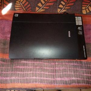"""Dell 21"""" HDMI monitor. Van Hoopstad."""