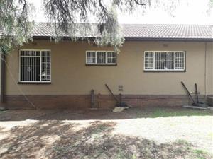 Croydon - 2 bedrooms 1 bathroom house available immediately R8000