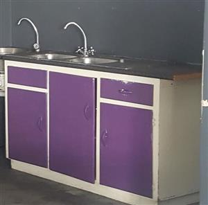 Cupboard, 2 sinks, 2 taps for R1600