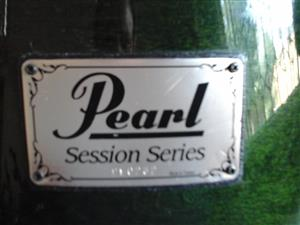 PEARL - SESSION SERIES - PRO LEVEL DRUM KIT.