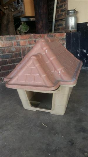 Puppy kennel with roof lid