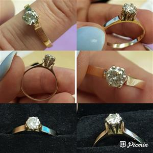18 Carat Gold Solitaire Diamond Ring ( price negotionable)