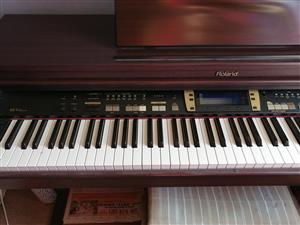 Roland KR3 piano
