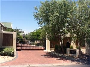 4Bed  Free standing house in small complex