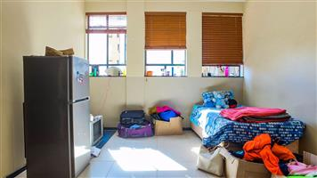 Braamfontein Lovely bachelor flat to rent for students R4000
