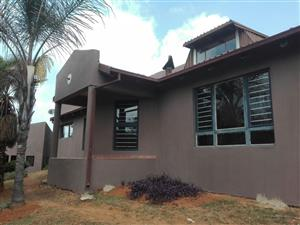 3 Bedroom, 3 Bathroom House in Hartbeespoort overlooking mountains