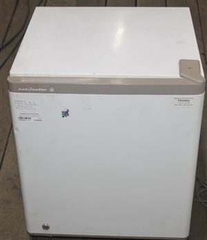 White kelvinator bar fridge S036913A #Rosettenvillepawnshop