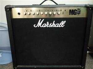 Electric Guitar (COLT) Lefthanded, with stand and casing, including a Marshall Amp