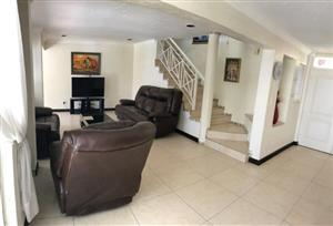 4 BEDROOM, 3 AND A HALF BATHROOM CLUSTER IN ULTRA SECURE COMPLEX. BEAUTIFUL POOL & ENTERTAINMENT AREA.