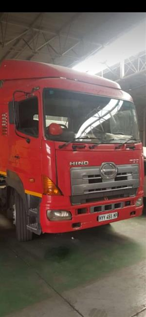 Hino 700 truck up for grab, do not miss out.