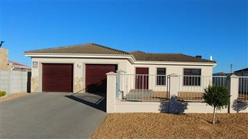 MAGNIFICENT HOME FOR SALE - ZONNENDAL - KRAAIFONTEIN!