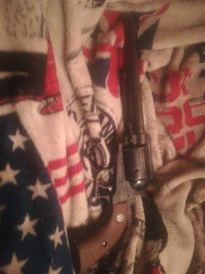 Gun for sale.. Ruger. 44 magnum cal new model super blackhawk
