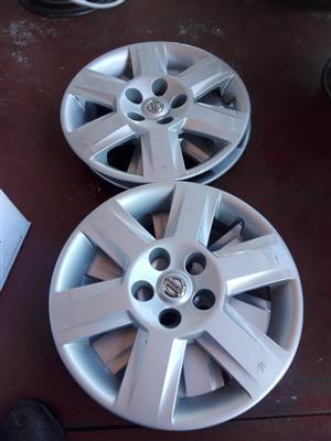 Nissan quashiqai original hubcaps or wheel caps size 16