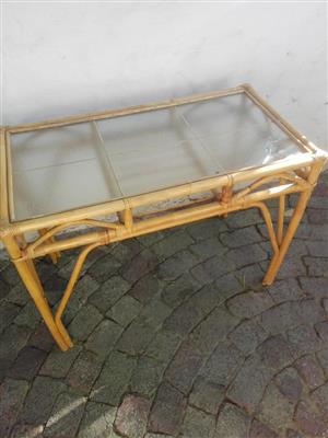 Cane/rottang glass top table