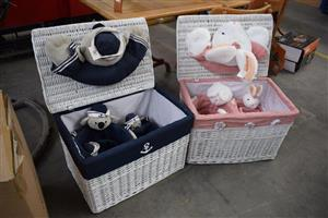 Dark blue and pink picnic baskets