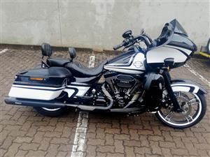 Mint Condition 2015 Road Glide, Coverd in Extras!