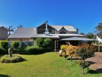 House For Sale in Outeniqua Strand