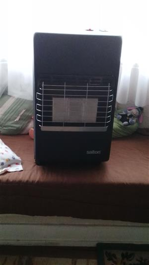 Almost new SALTON 3 panel gas heater