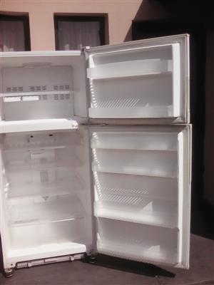 Daewoo fridge freezer 640l