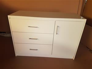 Chest of Drawers. Item Code: KY 04. Price: R2999,00