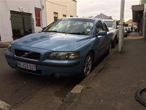 VOLVO S60 2.4 Auto 2001. Stripping for spares