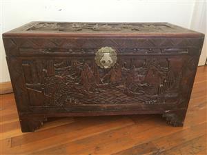 Kist / Wooden Trunk Lockable, Camphor Wood Carved Kist