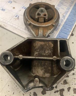 Renault Engine Mounting Brackets for sale.