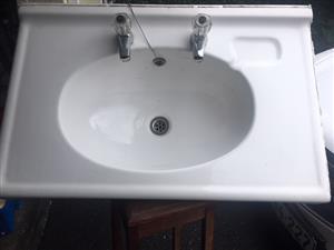 Bathroom Sink FG incl 2 Taps - excellent condition