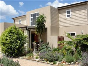 BEAUTIFUL 3 BEDROOM HOUSE WITH FLAT OVERLOOKING THE GREAT BRAK VALLEY, RIVER AND SEA
