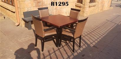 Table with 4 Classic Dining Chairs (900x900x730)