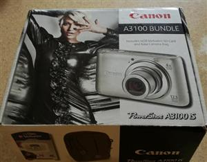 Canon PowerShot A3100 IS Bundle
