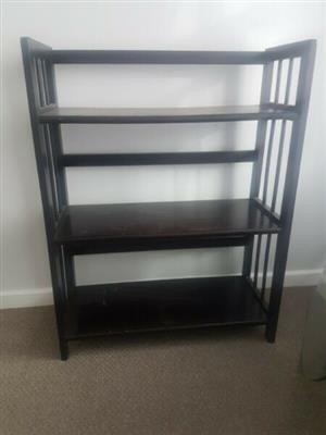 Wellkept bookshelf