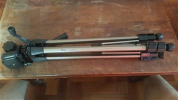 Vivitar V2200 Tripod for sale