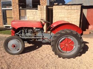 Red Massey Ferguson (MF) Vaaljapie Pre-Owned Tractor