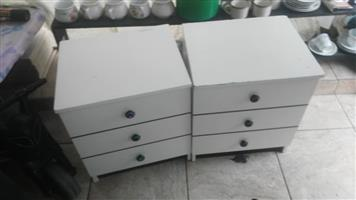 2 White bedside drawers for sale