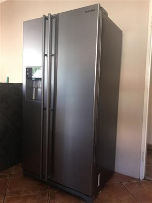 Samsung Side by Side Fridge/Freezer with water and ice dispenser