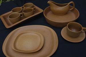 Stoneware-like dinner service