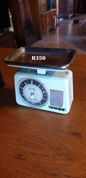 Retro Tower Kitchen Scale
