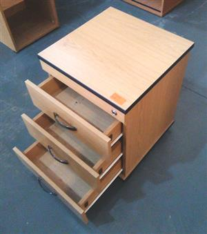 Oak mobile pedestal with 3 drawers