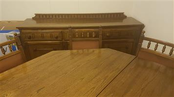 SOLID OAK 8 SEATER DINING ROOM SUITE WITH SIDEBOARD