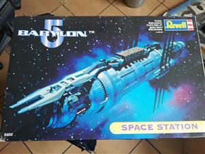 Revell - Babylon 5 - Space Station - Scale Model Kit