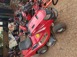 Ride on lawn mower like new from LAWNit Moreleta Park
