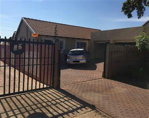 3 Bedroom Stand Alone House For Rent - Noordwyk