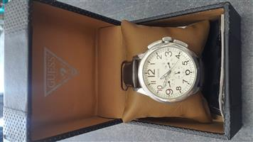 GENTS GUESS WATCH   Comes with original box  In prefect working condition