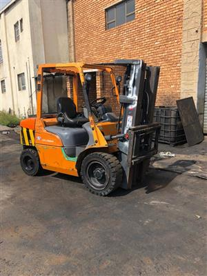 3 x Mitsubishi 3 ton forklifts for sale